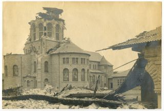 Memorial Church at Stanford University after the 1906 San Francisco earthquake. CALIFORNIA -...